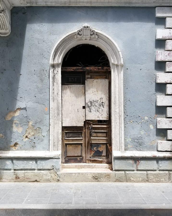 Free Old Spanish Door With A Door Knocker In San Juan, Puerto Rico. Royalty Free Stock Photos - 100190228