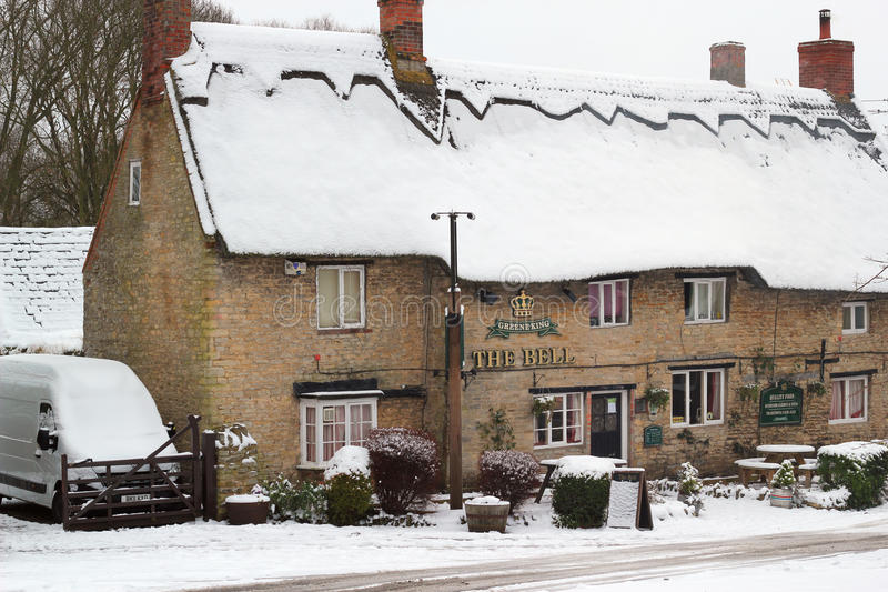Download Old Thatched Public House In The Snow. Editorial Stock Photo - Image: 28727638