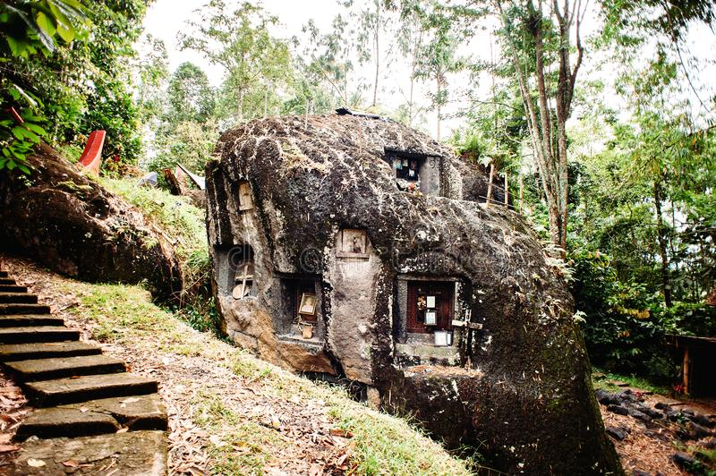 Old torajan burial site in Bori, Tana Toraja. The cemetery with coffins placed in a huge stone. Indonesia, Rantapao, Sulawesi. Old torajan burial site in Bori stock photo