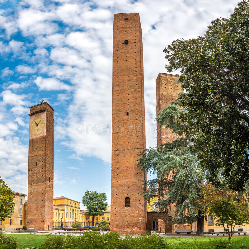 Free Old Towers At Da Vinci Square In Pavia Royalty Free Stock Photography - 61593917