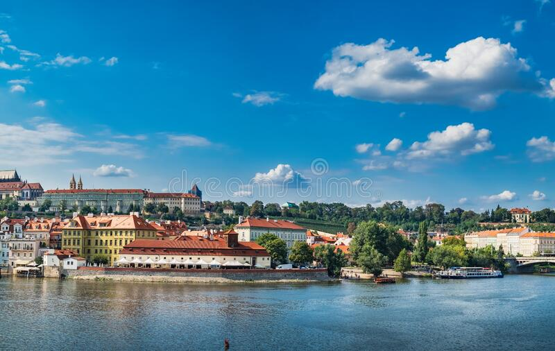 Old Town pier and Prague quay, Tsjechië royalty-vrije stock foto's