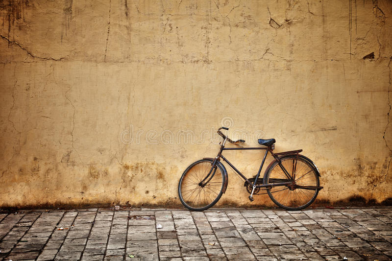 Old vintage bicycle near the wall royalty free stock images