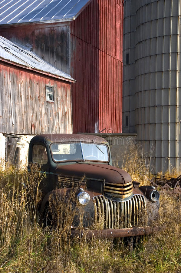 Free Old Vintage Farm Truck By Barn Royalty Free Stock Photos - 12421208