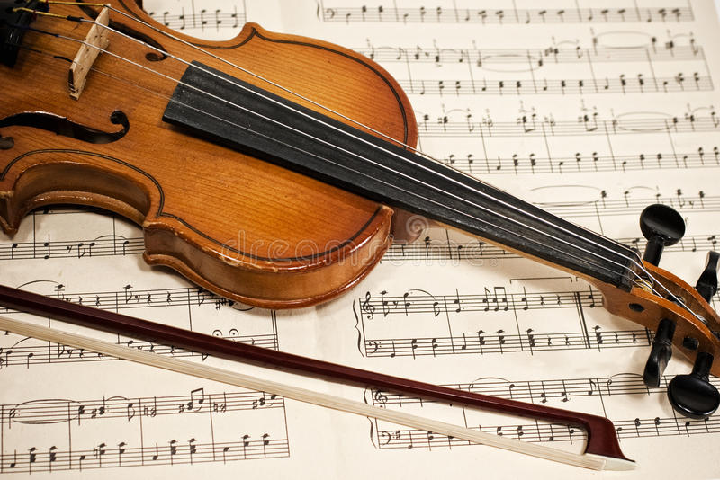 Download Old Violin And Bow On Musical Notes Royalty Free Stock Photography - Image: 12593657