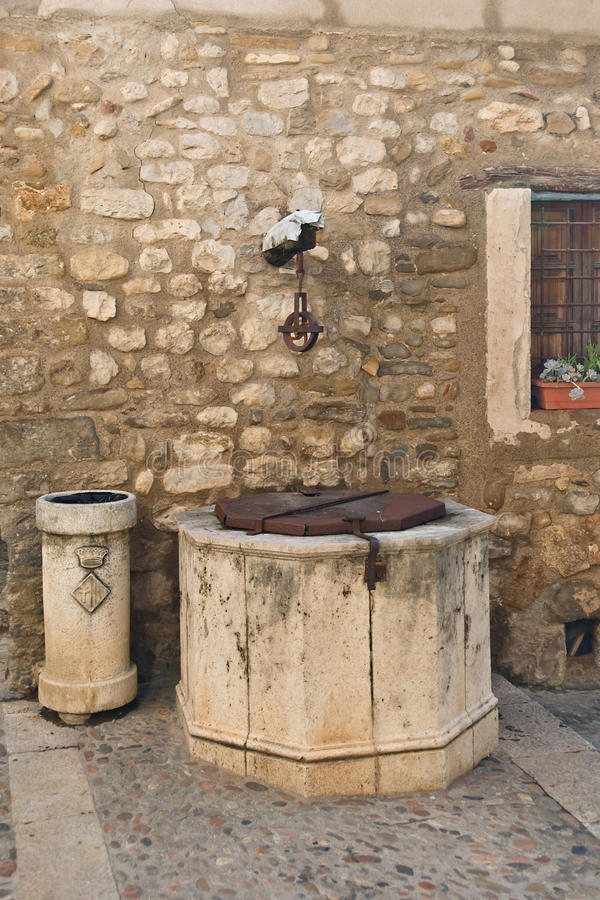 Download The Old Well Stock Photo - Image: 21818290