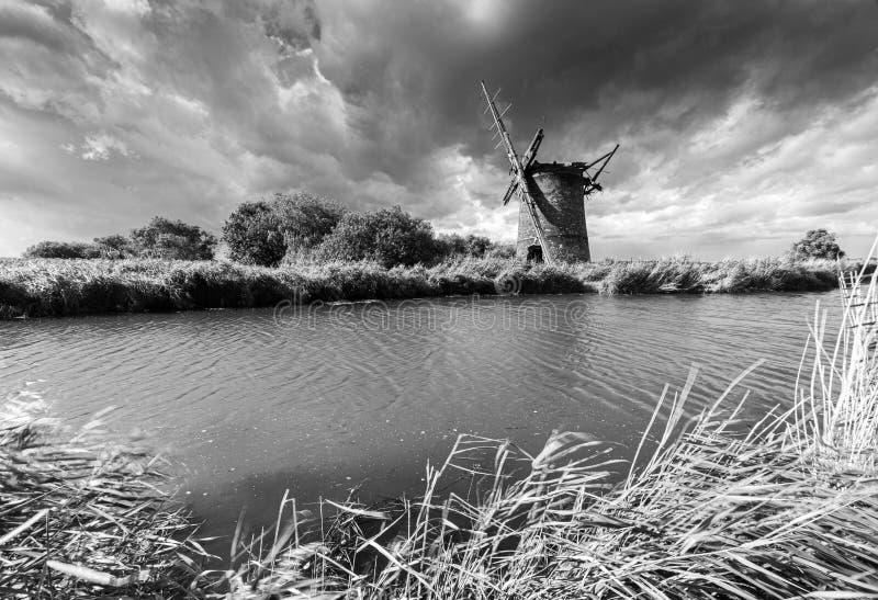 Old Windmill near Horsey, Norfolk royalty-vrije stock afbeeldingen