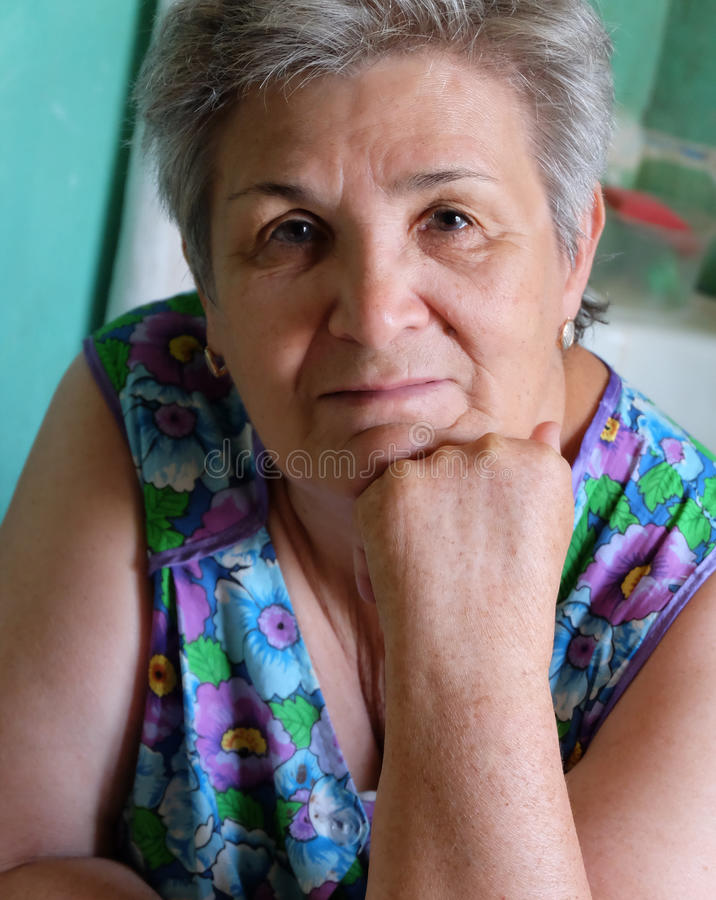 Free Old Women Thinking Indoors With Her Hand On Chin Royalty Free Stock Photos - 43326888