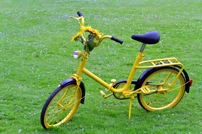 Download Old yellow bicycle stock photo. Image of cycle, sport - 25933488
