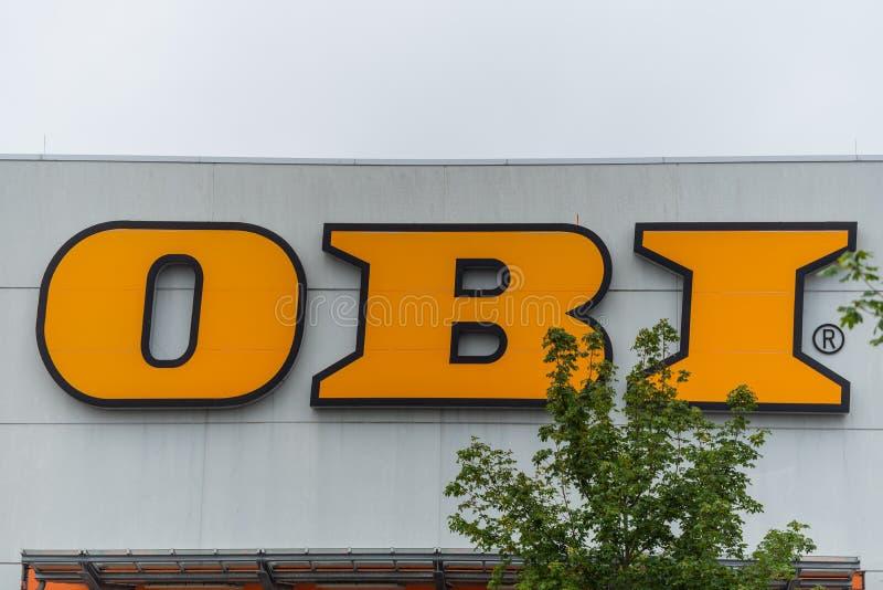 Oldenburg lägre Sachsen, Tyskland - Juli 13, 2019 OBItecken på lagret OBI ?r tyska tillf?rsel f?r en hemf?rb?ttring som s?lja i m royaltyfria foton