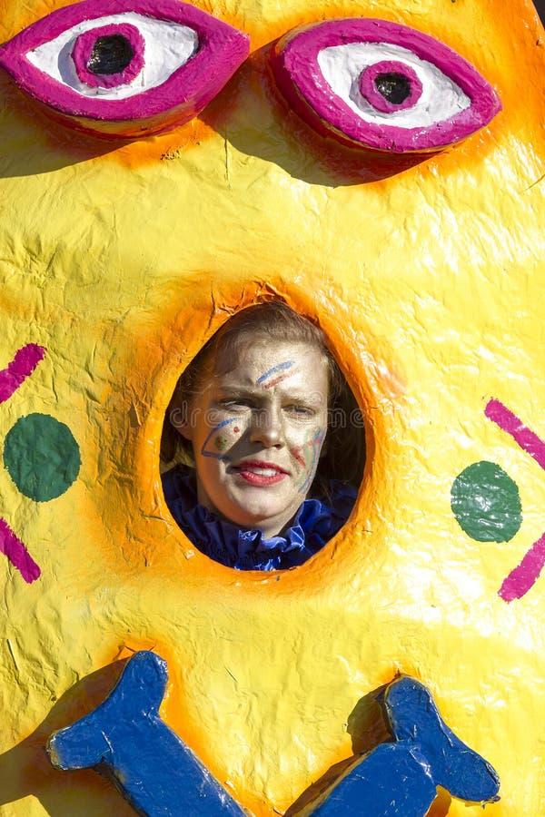 OLDENZAAL, holandie - MARZEC 6: Gigant postacie podczas rocznej karnawałowej parady w Oldenzaal, holandie obraz stock