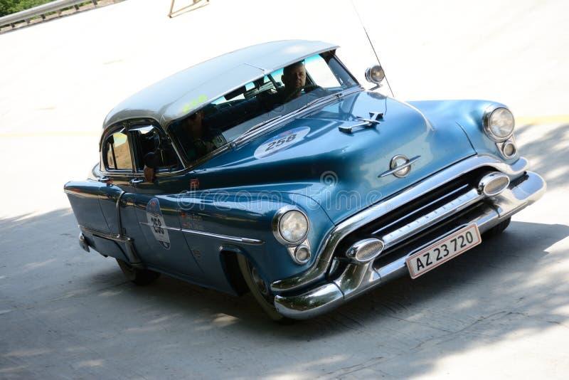 Download Oldsmobile 1953 88 Chez Mille Miglia Photo éditorial - Image du circuit, cabriolet: 76083631