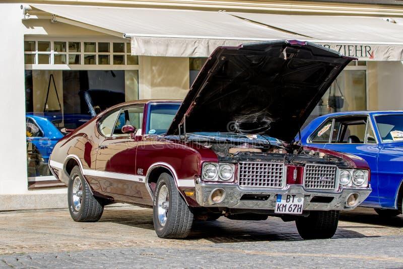 Oldsmobile 442 - klassisk sportig cabriolet av 60-tal arkivbilder