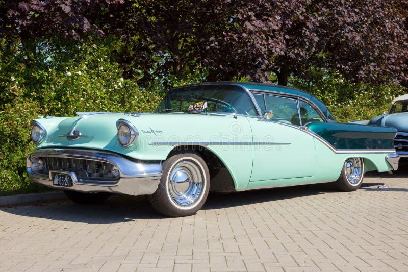 Oldsmobile 1957 Starfire 98 Feiertags-Coupé lizenzfreies stockfoto
