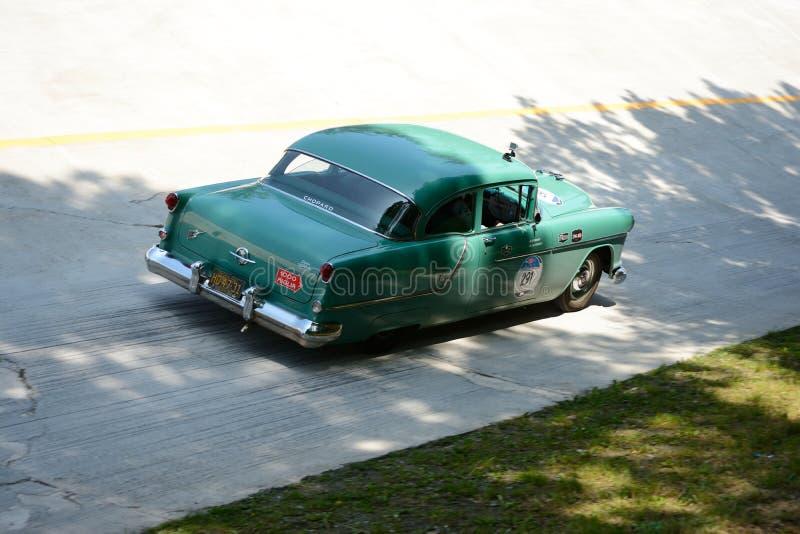 Download Oldsmobile 1954 88 Superbes Chez Mille Miglia Image éditorial - Image du oldsmobile, machine: 76084575