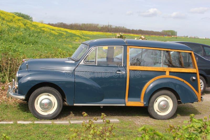 Oldtimer 1000 classique de Morris Minor dans le polder néerlandais photos stock