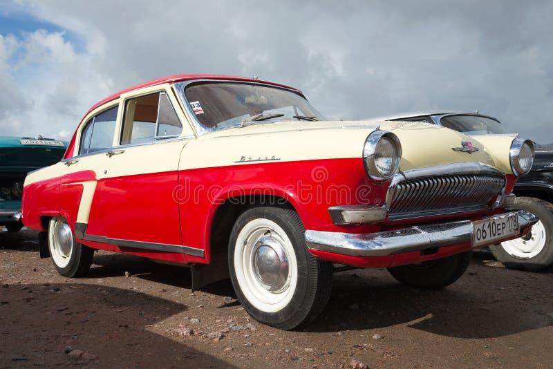Oldtimer soviético clásico Volga GAZ-21 en la exposición y el desfile de coches retros imagen de archivo