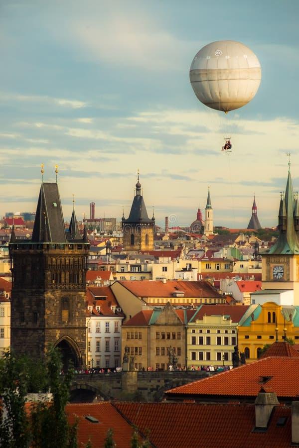 Oldtown de Praga com balão fotos de stock royalty free
