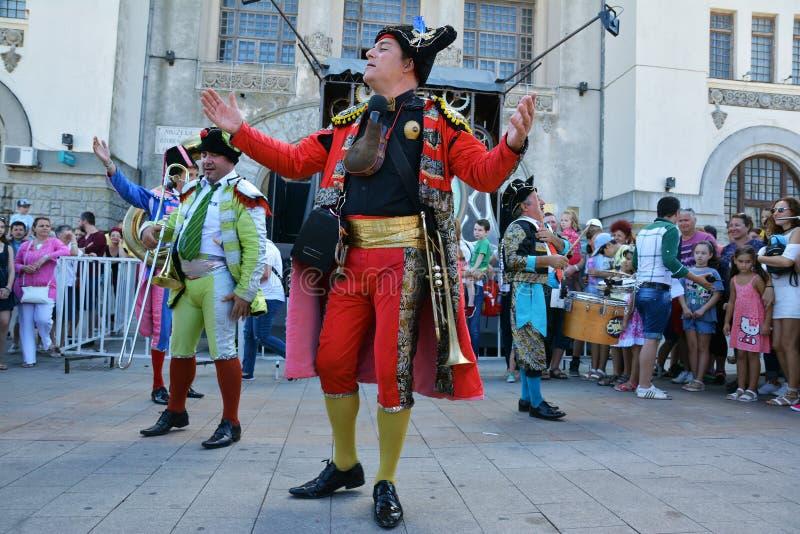 Ole Maestro de Francia en el ` internacional de Art District del ` del festival de la calle imagen de archivo