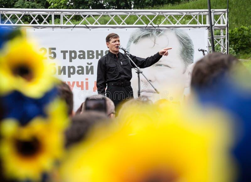 Oleh Liashko talar på valmötet i Kiev royaltyfri fotografi