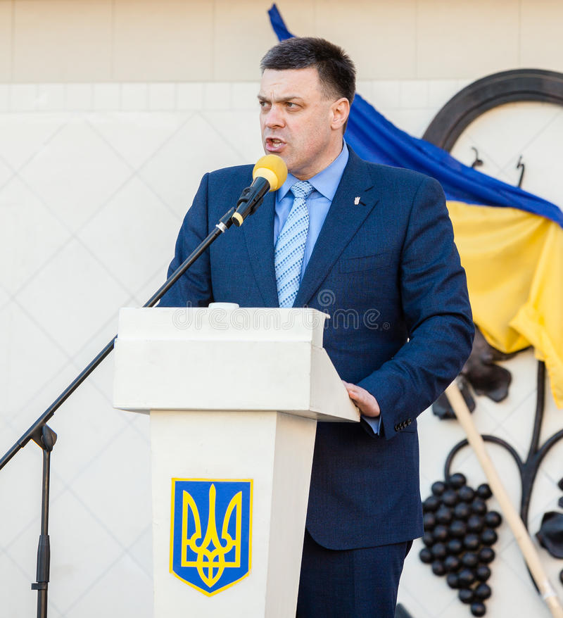 Oleh Tiahnybok spreekt op verkiezingsvergadering in Uzhgorod royalty-vrije stock afbeelding