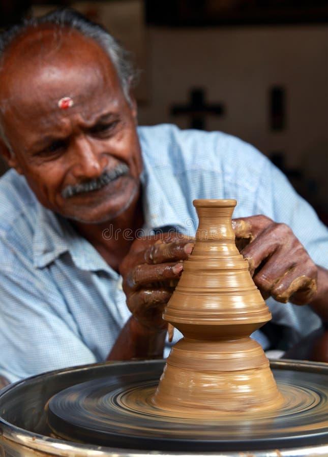 Oleiro idoso indiano fotografia de stock