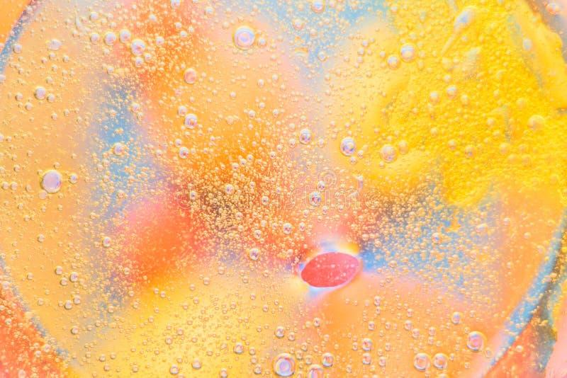 Olej na wodzie - abstrakcjonistyczny makro- tło obrazy royalty free