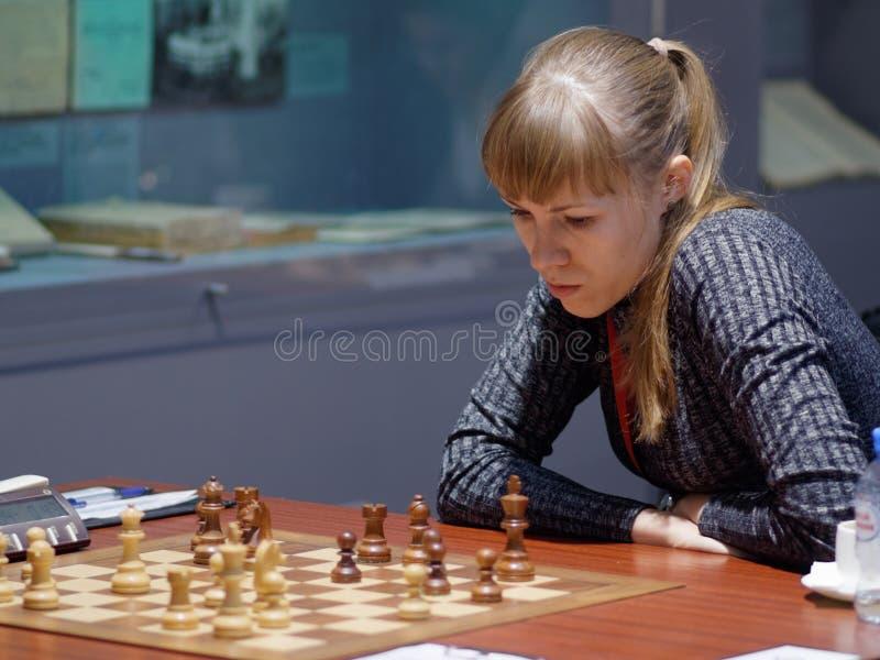 Olga Girya i toppen-finaler av den ryska schackmästerskapet arkivbild