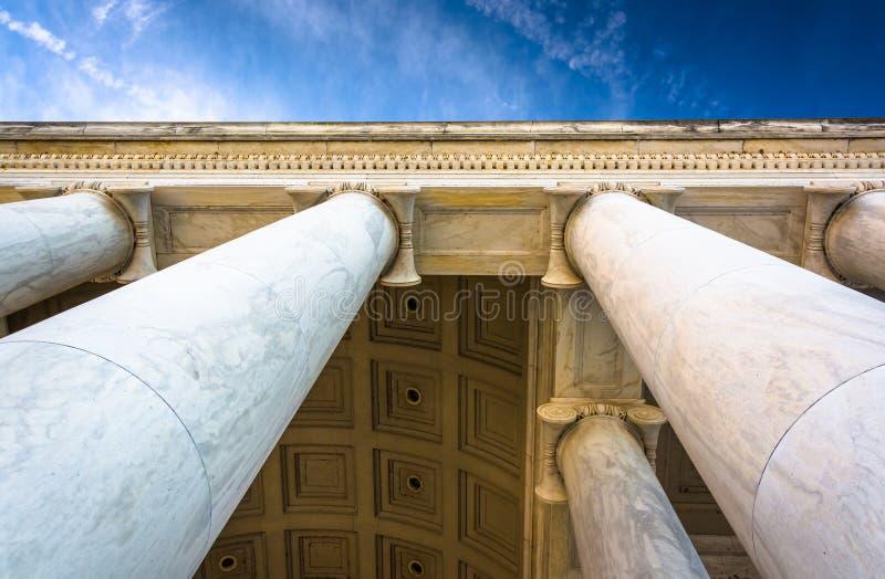 Olhando acima em colunas em Thomas Jefferson Memorial, Washingt imagem de stock royalty free