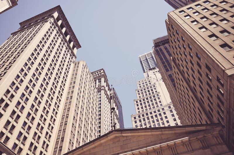 Olhando acima em construções de Wall Street, New York fotos de stock