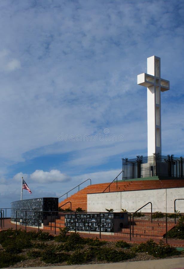 Olhando o monumento do Mt Soledad imagem de stock royalty free