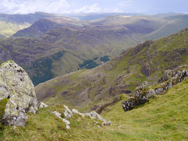 Olhando para baixo ao vale de Ennerdale, distrito do lago imagem de stock royalty free