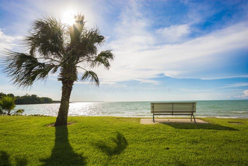 Olhando para fora ao mar - Darwin, Austrália imagens de stock royalty free