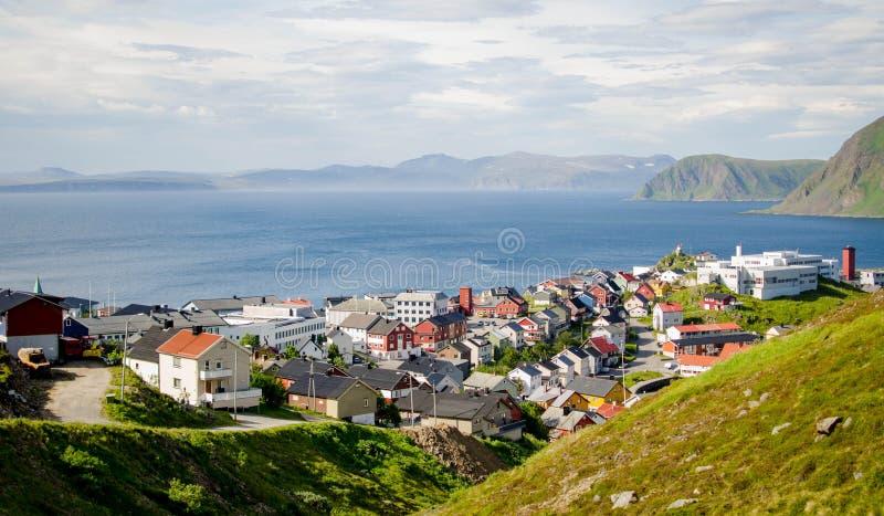 Olhando para fora na cidade de Honningsvag, Noruega fotos de stock royalty free