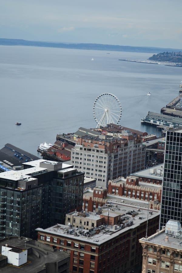 Olhando sobre Puget Sound da plataforma de observação de Smith Tower, Seattle, Washington imagem de stock royalty free