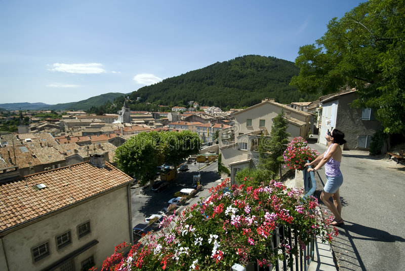 Olhando telhados de Sisterone fotos de stock royalty free