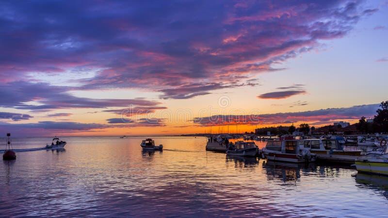 Olhao Marina Cloudy Sunset, staden är huvudstad av Ria Formosa royaltyfri fotografi