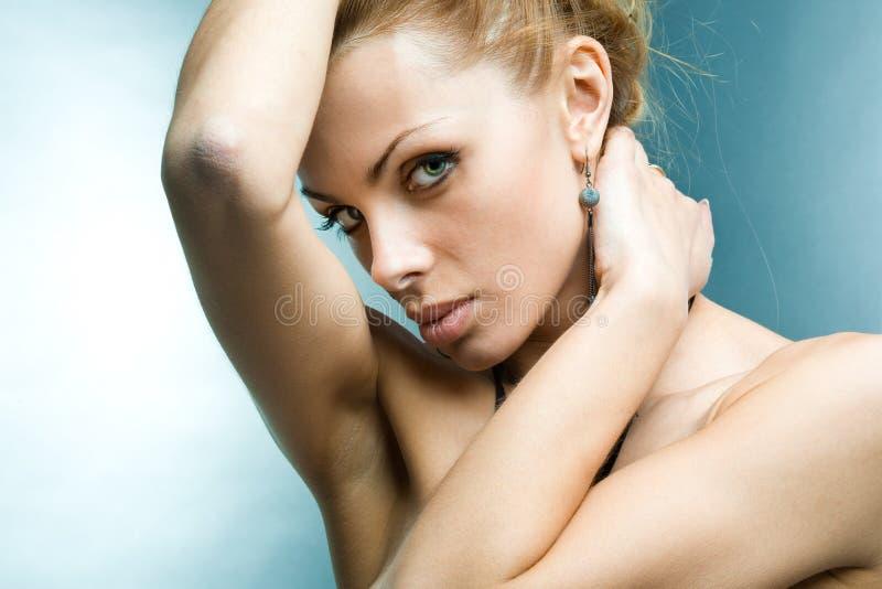 Olhar bonito da mulher nova imagem de stock royalty free