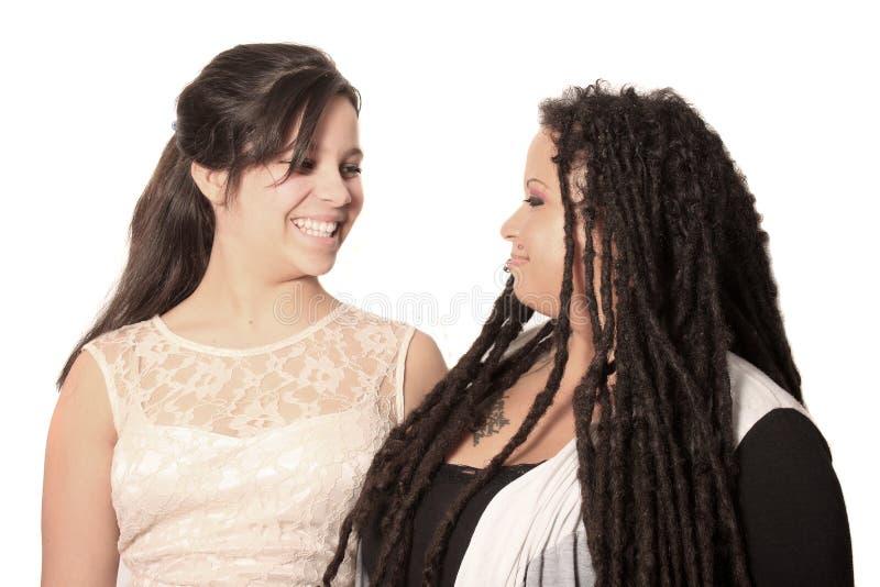 Olhar da mãe e da filha em se lovingly foto de stock