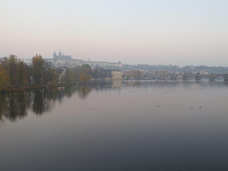 Olhar da manhã do castel de Praga fotos de stock royalty free