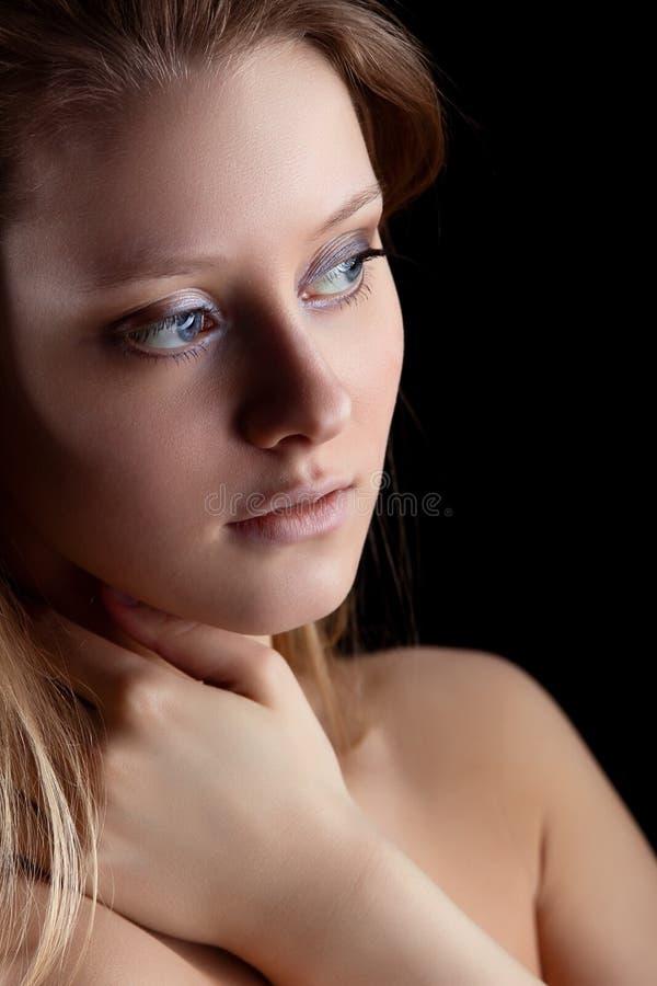 Olhar da mulher da beleza na luz fotos de stock royalty free
