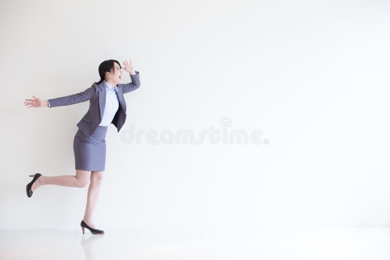 Olhar da mulher de negócio algo fotografia de stock