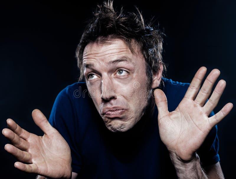Olhar de sobrancelhas franzidas engraçado do retrato do homem ignorante fotos de stock