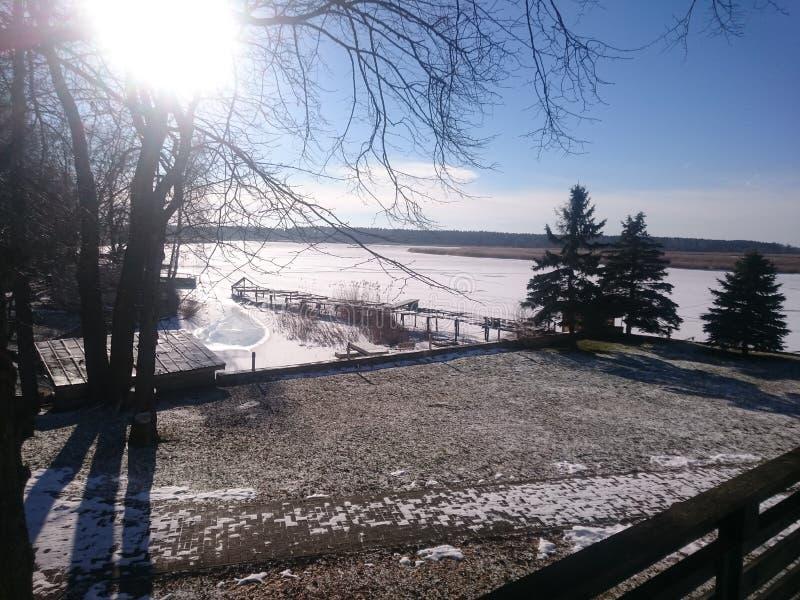 Olhar do inverno no rio fotografia de stock