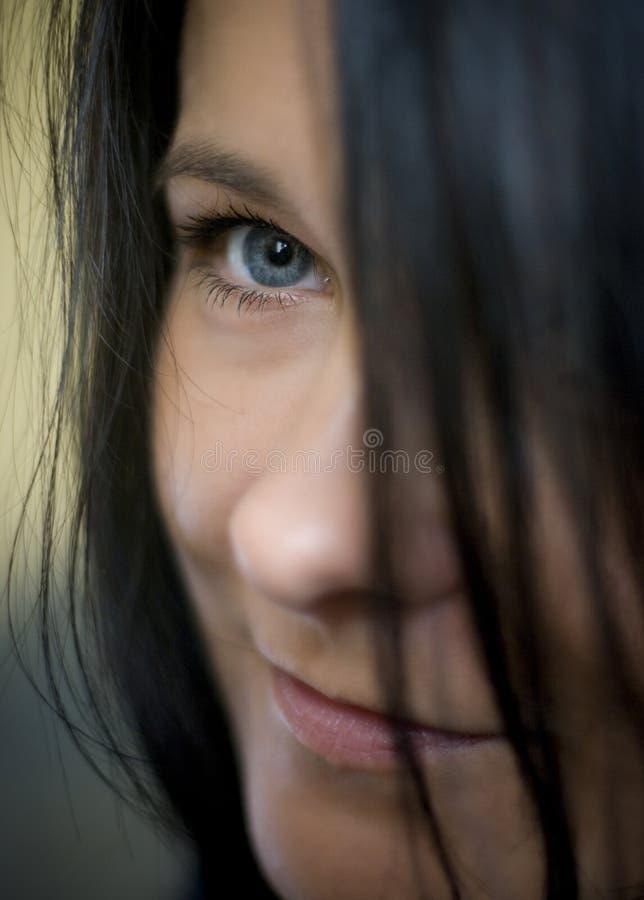 Olhar fixo dos olhos azuis imagem de stock