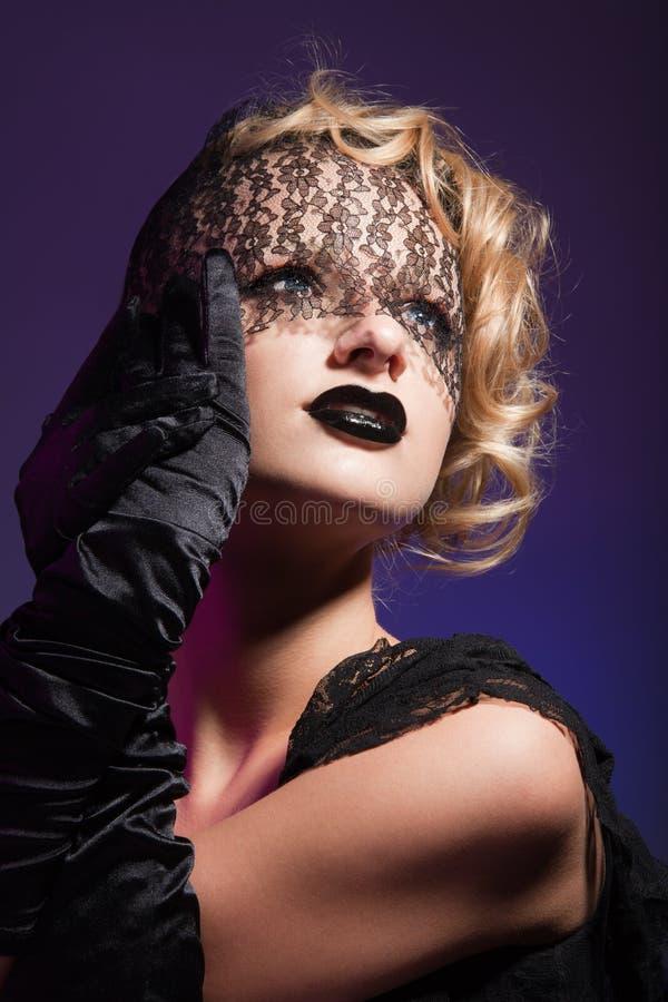 Olhar fixo encantador de uma face bonita fotos de stock royalty free