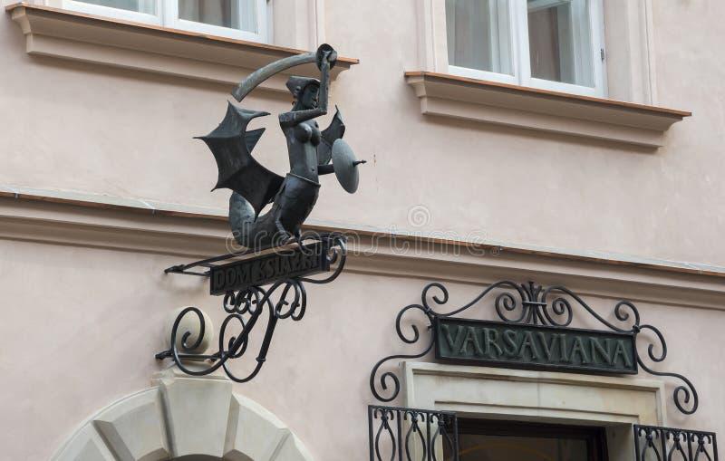 Olhar fixo velho Miasto da cidade em Varsóvia, Polônia imagem de stock royalty free