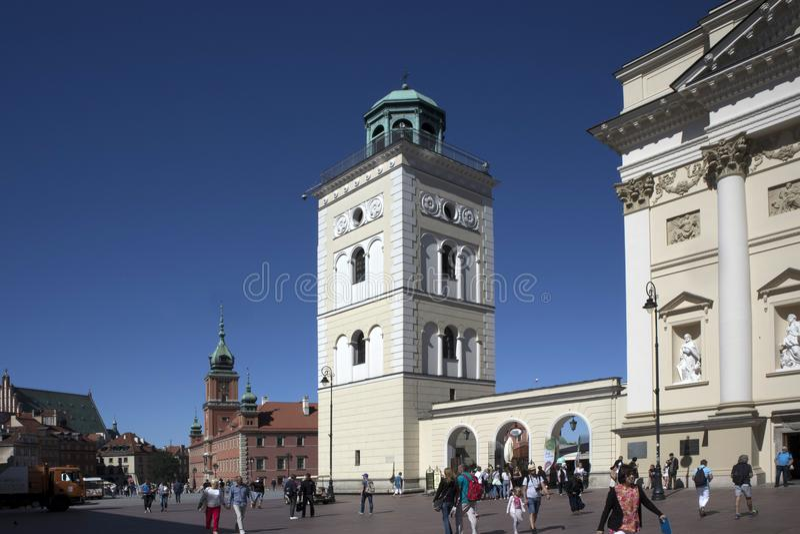Olhar fixo velho Miasto da cidade, igreja quadrada do ` s de St Anne do castelo, Varsóvia imagens de stock