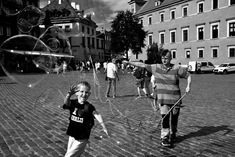 Olhar fixo velho Miasto Vars?via da cidade, quadrado do castelo imagens de stock