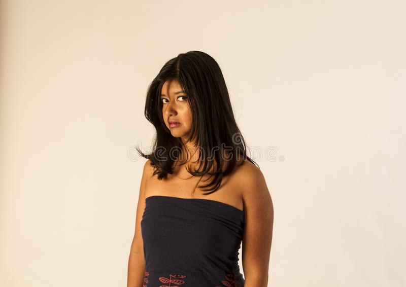 Olhar irritado de uma mulher fotografia de stock