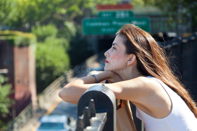 Olhar melancólico de uma mulher bonita fotografia de stock royalty free